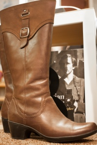 A photo of the brown boots